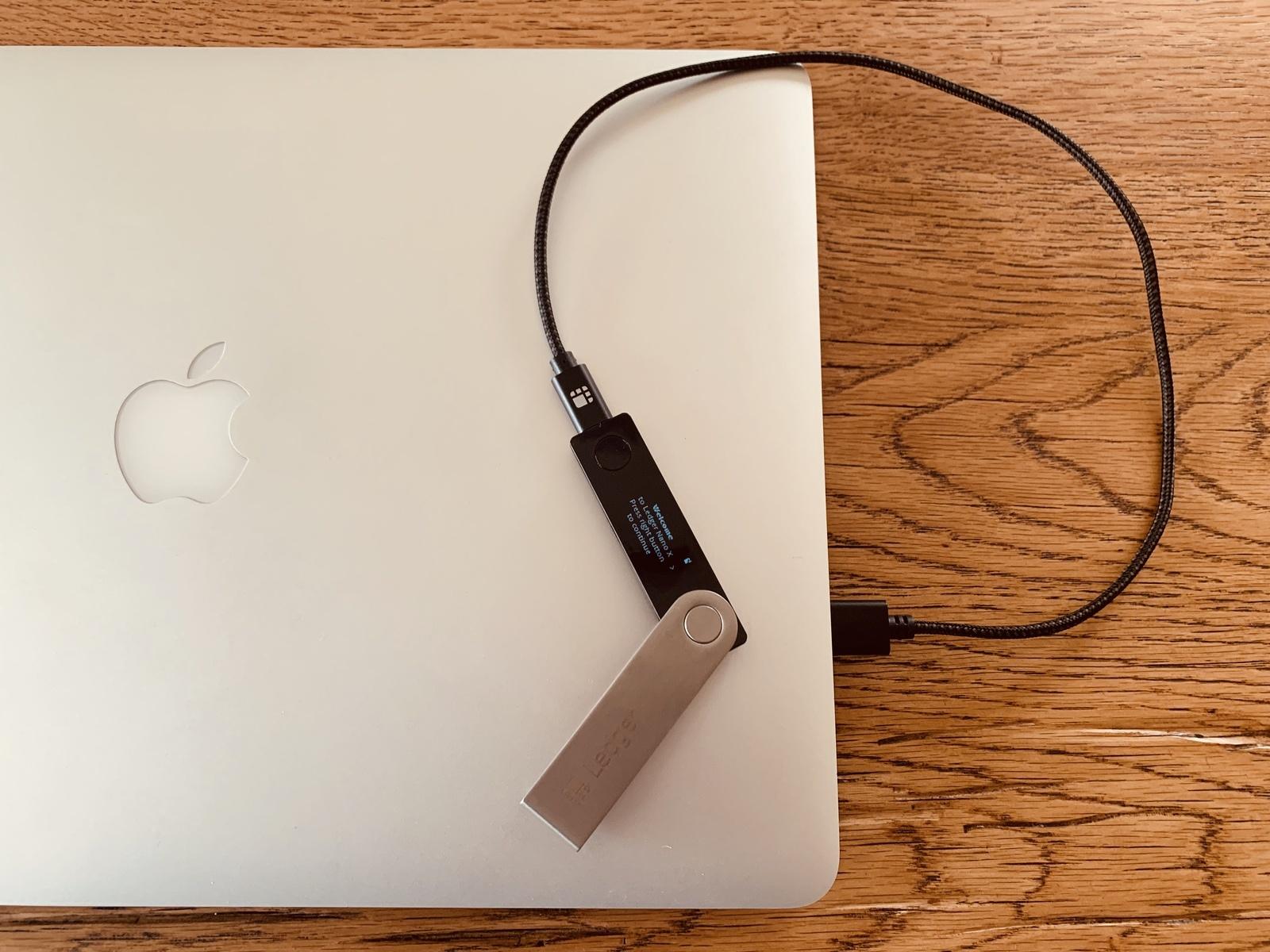 Ledger Nano X per USB angeschlossen