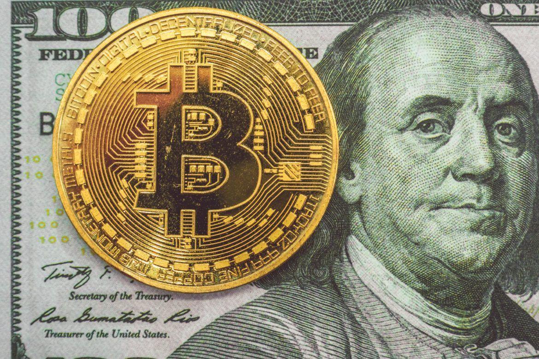 Bitcoin und 100-Dollar-Note