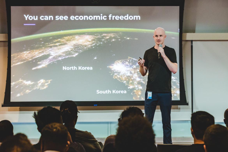 Coinbase CEO Brian Armstrong präsentiert