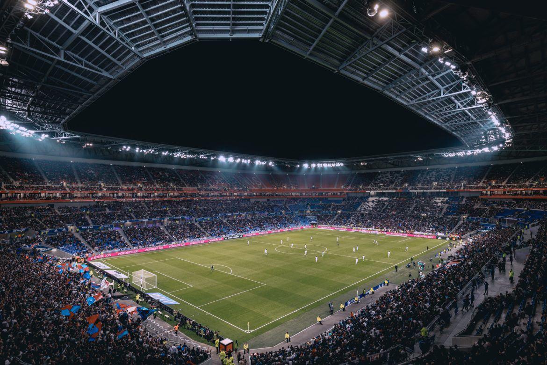 Ein Fussballstadion von innen
