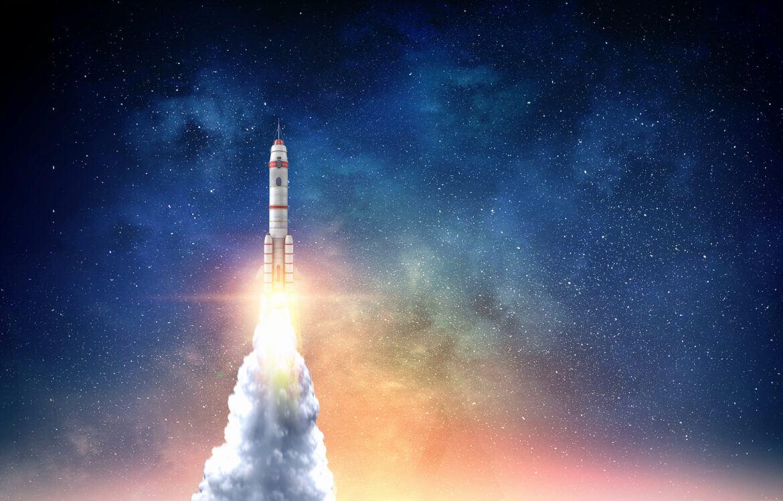 Startende Rakete als Symbol für das Allzeithoch von Cardano